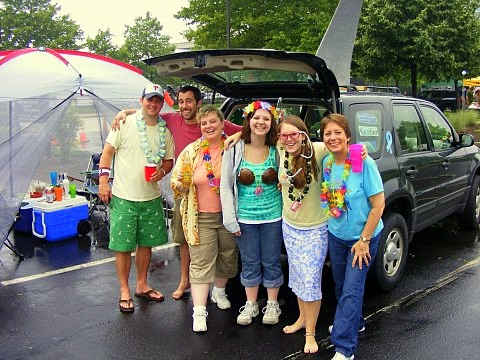 The whole parrothead gang with their SUV-turned-landshark!