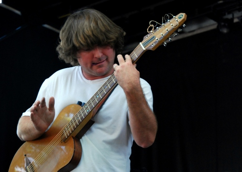 Keller Williams strums to his fans.